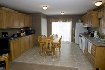 Large Eat-In Kitchen With Lots Of Cabinet Space
