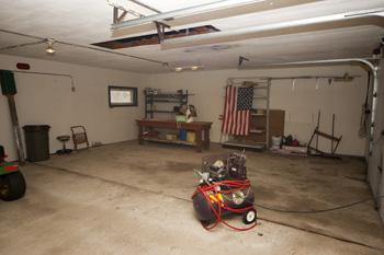 Large Garage With Concrete Flooring!
